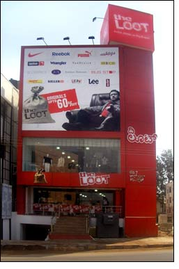 It's a centaury for Loot, launches 100th store in Bangalore