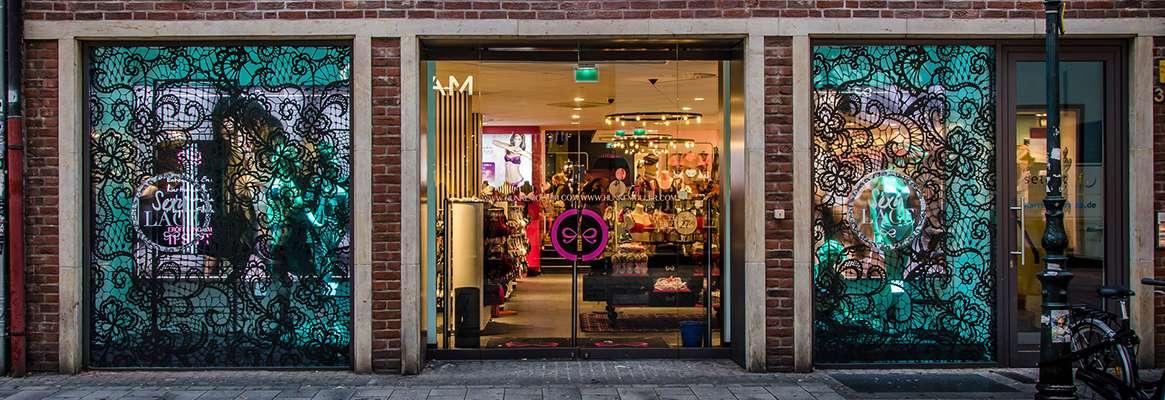 The effects of the store window type on consumers' perception and shopping attitudes through the use
