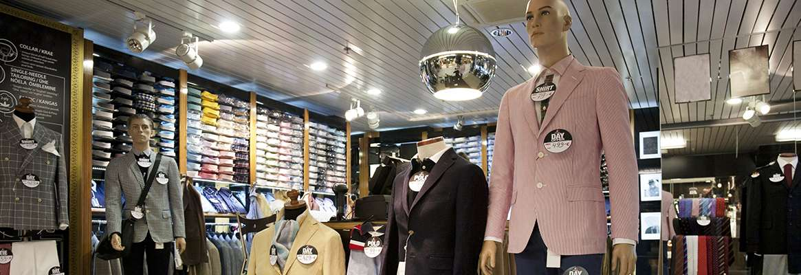 Silent Sales initiators of retail stores: Visual merchandising