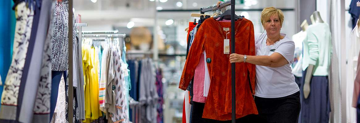 Warm Weather Boosts UK Retail Sales in May