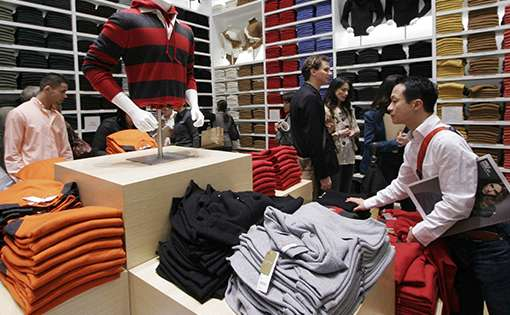 FDI - Global Retailers Play Wait-and-Watch Game