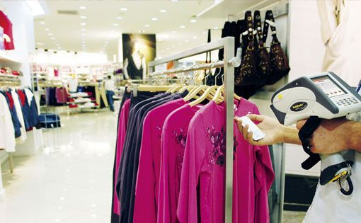 Hybrid cloud model for apparel retailers